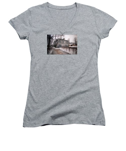 Russian Home January 89 Women's V-Neck T-Shirt