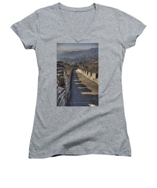 Rusti  Great Wall Hdr Women's V-Neck