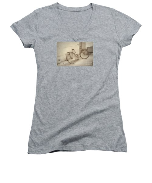 Rusty Bicycle Women's V-Neck