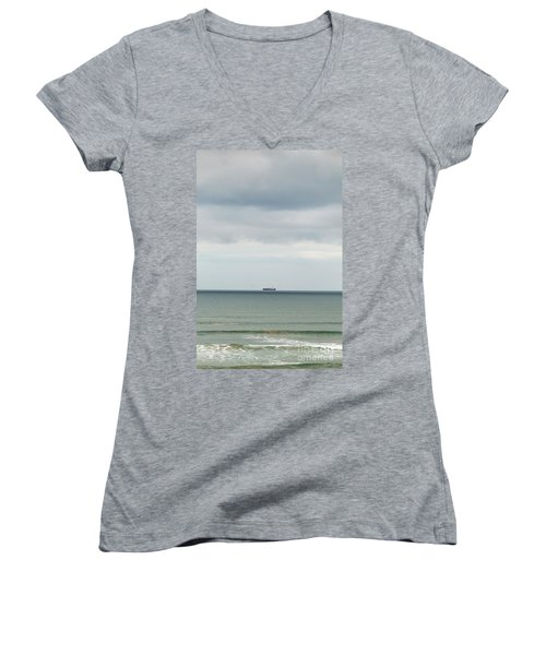Women's V-Neck T-Shirt featuring the photograph Sailing The Horizon by Linda Lees