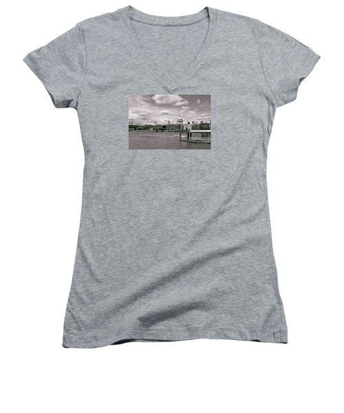 Saint Pauls Cathedral Along The Thames Women's V-Neck T-Shirt (Junior Cut)