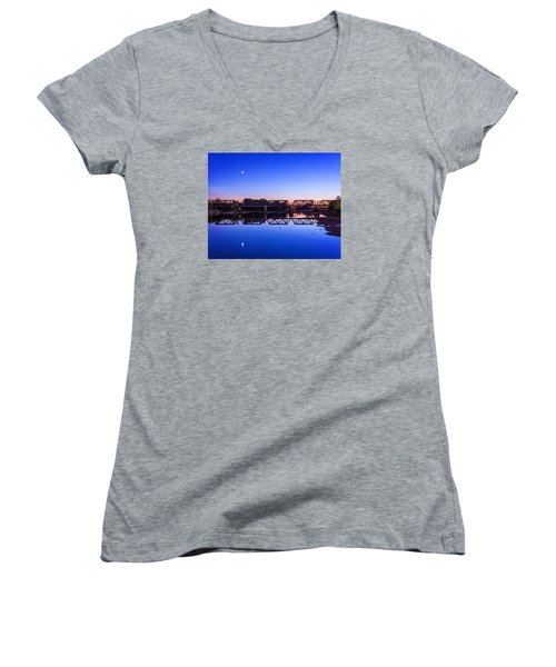 Women's V-Neck T-Shirt (Junior Cut) featuring the photograph Scioto Sunset Crossing by Alan Raasch
