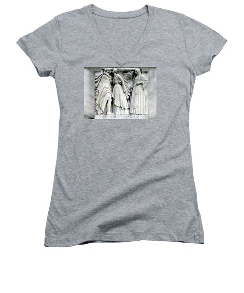 Shakespeares Romeo And Juliet Women's V-Neck T-Shirt