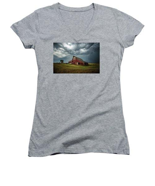 Smallville Women's V-Neck T-Shirt