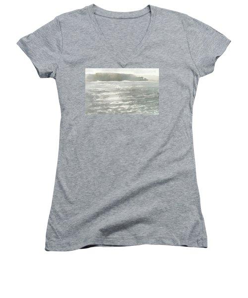 Soldis Over Glittrande Fjord - Sunlit Haze Over Glittering Water_0023 76x48cm Women's V-Neck