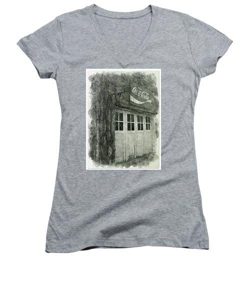 Solo Road Trip Women's V-Neck T-Shirt