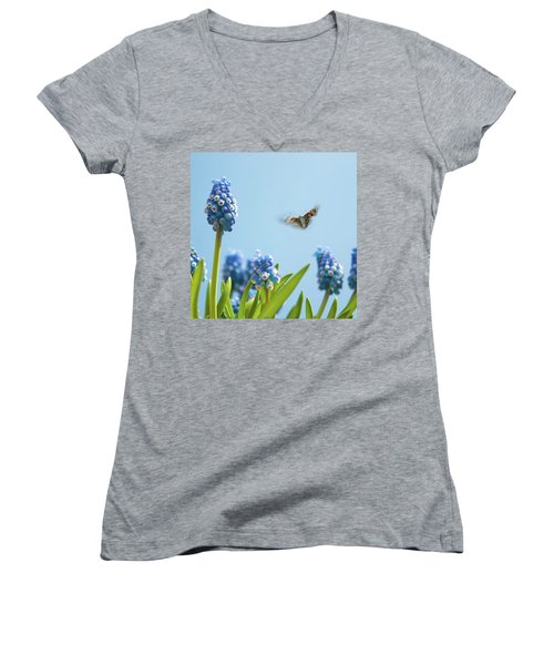 Something In The Air: Peacock Women's V-Neck T-Shirt (Junior Cut)