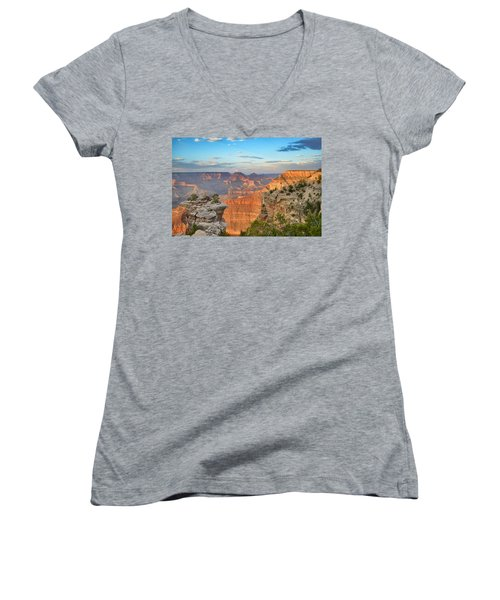 South Rim Women's V-Neck (Athletic Fit)