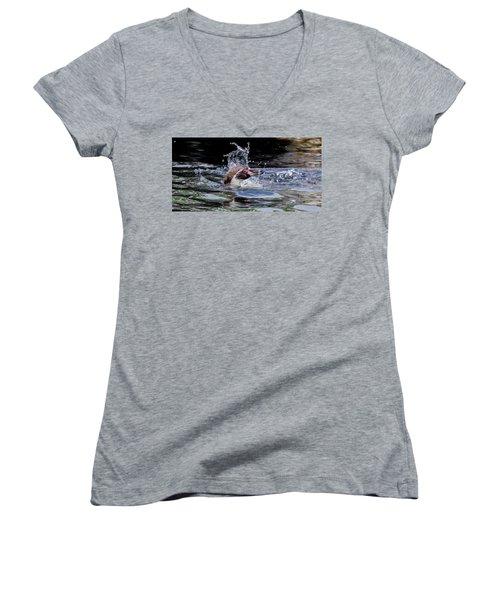 Splashing Humboldt Penguin Women's V-Neck T-Shirt (Junior Cut) by Scott Lyons