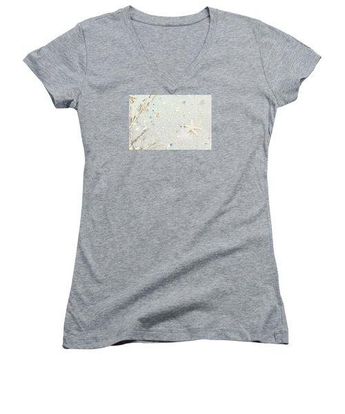 Starfish.... Women's V-Neck T-Shirt