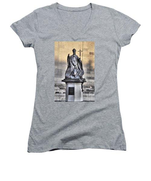 Statue Of Pope John Paul Women's V-Neck T-Shirt (Junior Cut) by Jim Walls PhotoArtist