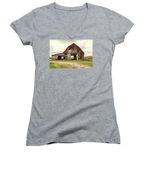 Still Standing Ohio Barn  Women's V-Neck