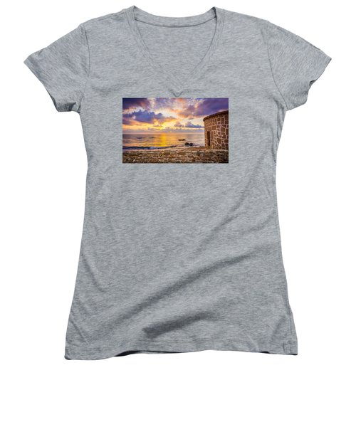 Stone Torre 2. Women's V-Neck