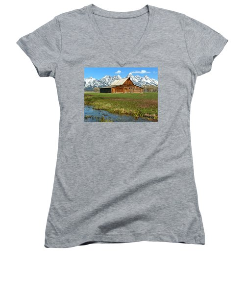 Streaming By The Moulton Barn Women's V-Neck T-Shirt (Junior Cut) by Adam Jewell