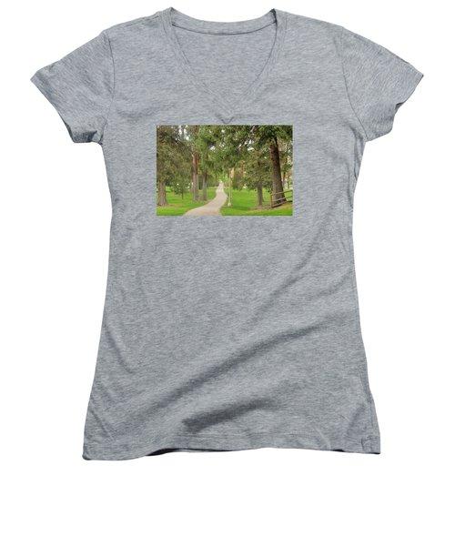 Stroll Women's V-Neck