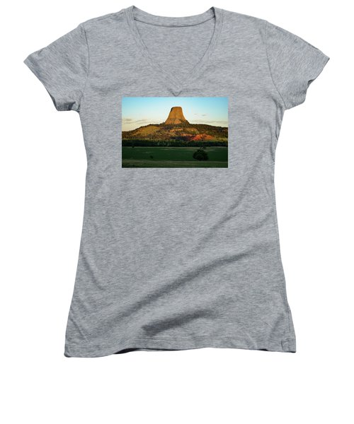 Women's V-Neck featuring the photograph Sunrise At Devils Tower by Bill Gabbert