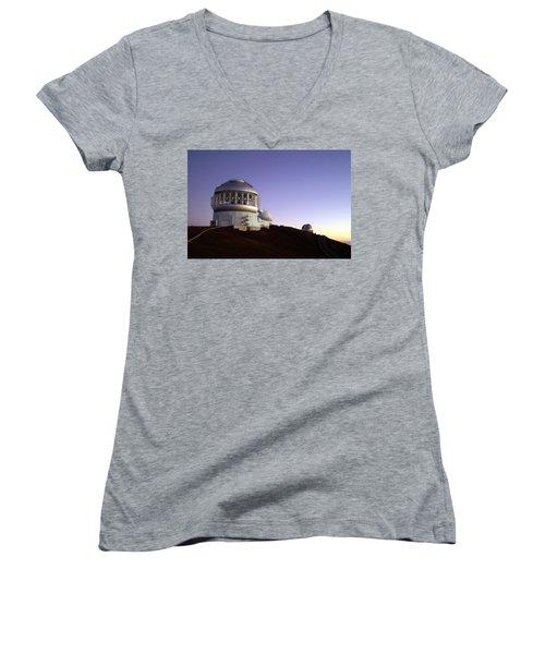 Sunset Over The Mauna Kea Observatories On Kona Women's V-Neck T-Shirt (Junior Cut) by Amy McDaniel