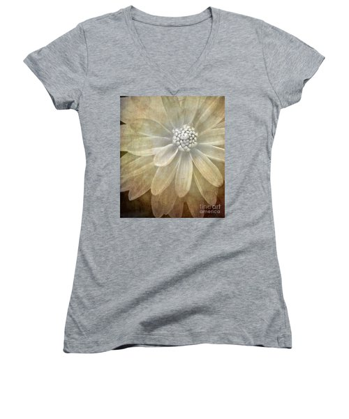 Textured Dahlia Women's V-Neck T-Shirt
