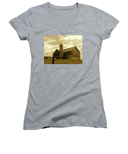 The Amish Silo Barn Women's V-Neck