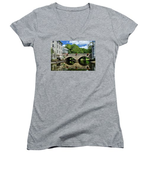 The Choate Bridge Women's V-Neck
