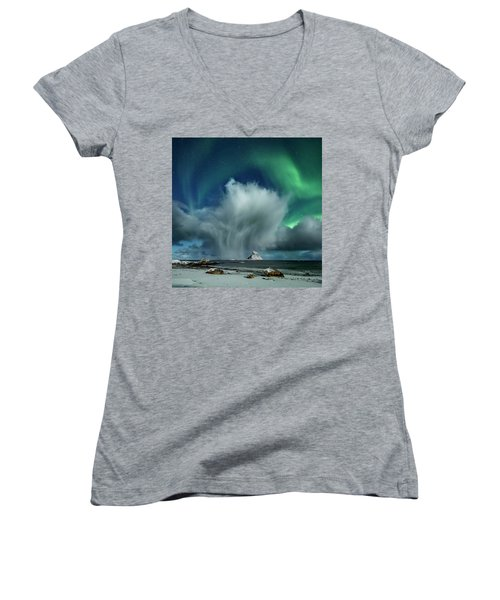 The Cloud II Women's V-Neck (Athletic Fit)