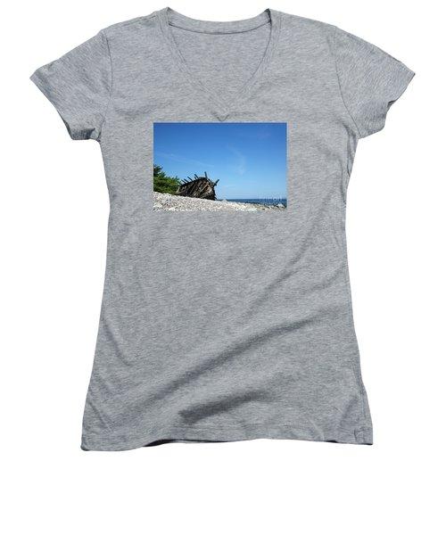 Women's V-Neck T-Shirt featuring the photograph The Final Rest by Kennerth and Birgitta Kullman