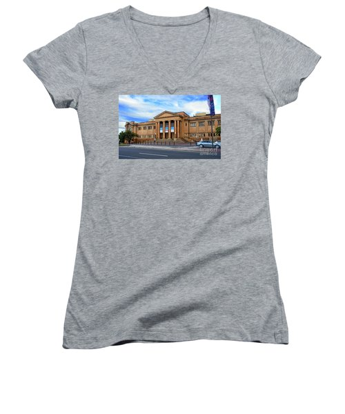 Women's V-Neck T-Shirt featuring the photograph The State Library Of New South Wales By Kaye Menner by Kaye Menner