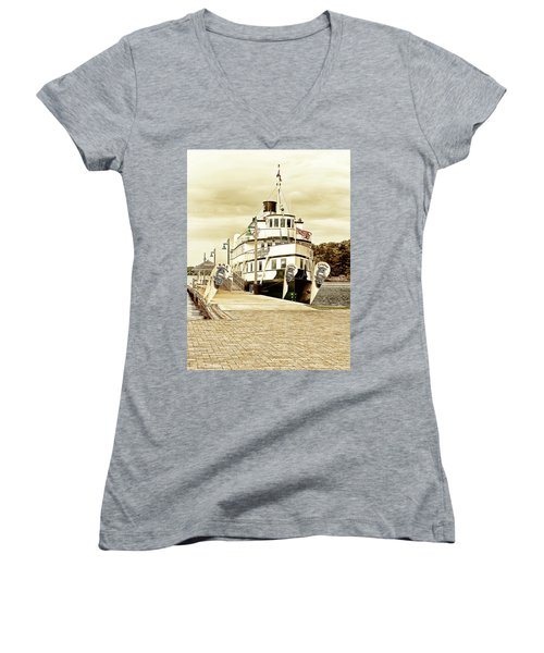 The Wenonah II Women's V-Neck (Athletic Fit)