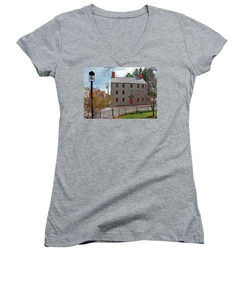 The William Pitt Tavern Women's V-Neck