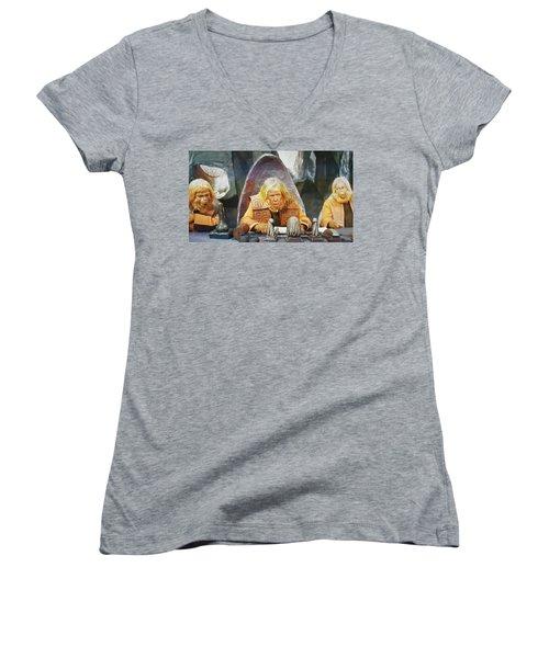 Tribunal Trump Women's V-Neck T-Shirt
