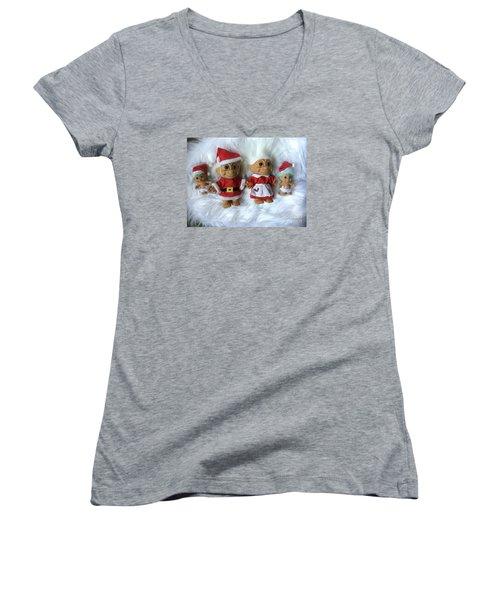 Troll Family Christmas 2015 Women's V-Neck T-Shirt (Junior Cut)