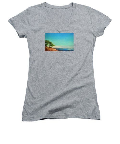 Vacanza Permanente Women's V-Neck T-Shirt
