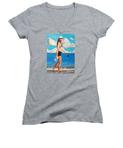 Walking On The Beach - Caminando Por La Playa Women's V-Neck T-Shirt