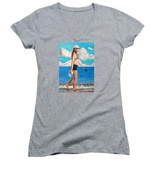 Walking On The Beach - Caminando Por La Playa Women's V-Neck T-Shirt