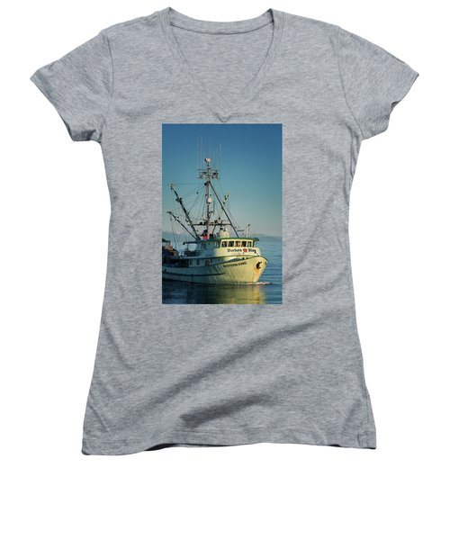 Women's V-Neck T-Shirt (Junior Cut) featuring the photograph Western King At Breakwater by Randy Hall