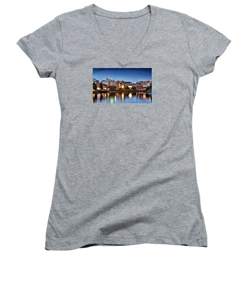 Wilmington Delaware Women's V-Neck T-Shirt (Junior Cut)