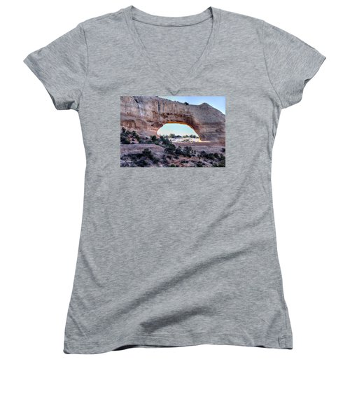 Wilson Arch In The Morning Women's V-Neck T-Shirt (Junior Cut) by Alan Toepfer