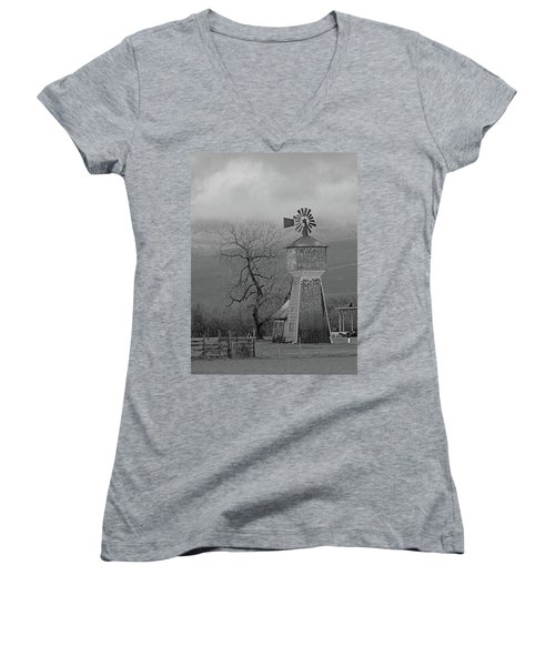 Windmill Of Old Women's V-Neck T-Shirt