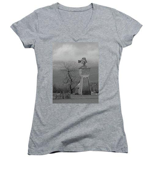 Windmill Of Old Women's V-Neck T-Shirt