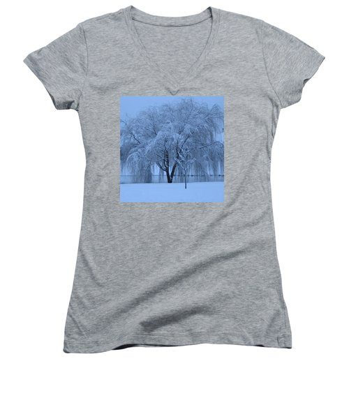 Winter Willow Tree Before Dawn_fort Worth_tx Women's V-Neck T-Shirt (Junior Cut) by Barbara Yearty