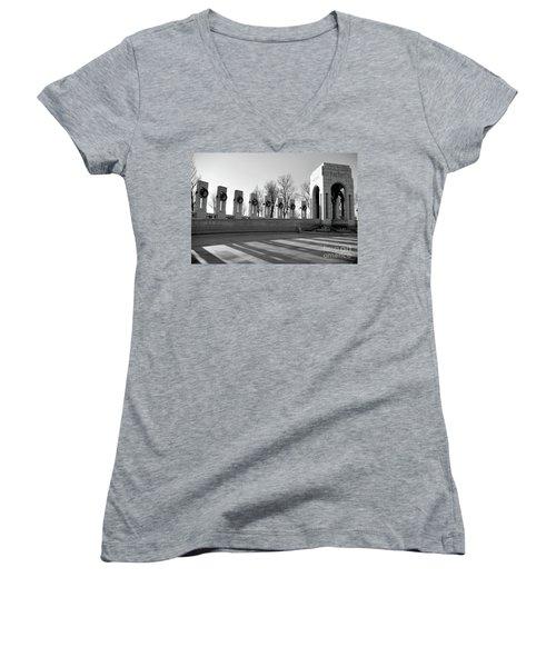World War 2 Memorial Bw Women's V-Neck T-Shirt