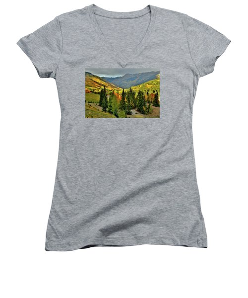Looking North From Red Mountain Pass Women's V-Neck