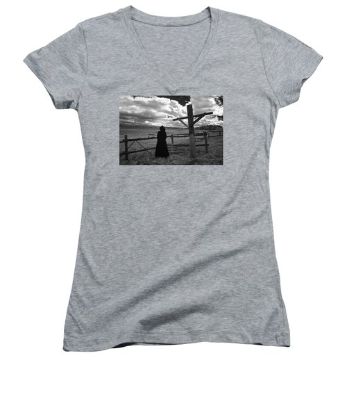 Appointment Women's V-Neck