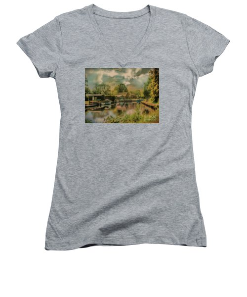 Women's V-Neck featuring the photograph Finding My Own Wey by Leigh Kemp
