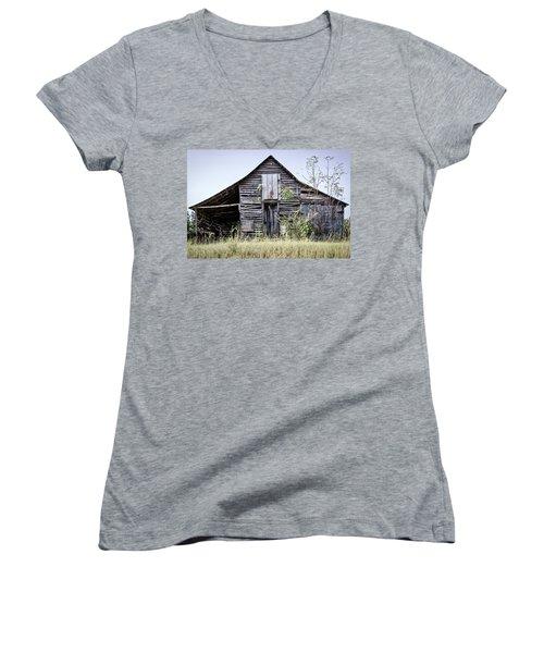 Georgia Barn Women's V-Neck