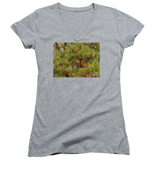 Women's V-Neck featuring the photograph Looking Up by Leigh Kemp