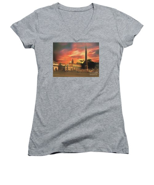 Women's V-Neck featuring the photograph Piazza Del Popolo Rome by Leigh Kemp
