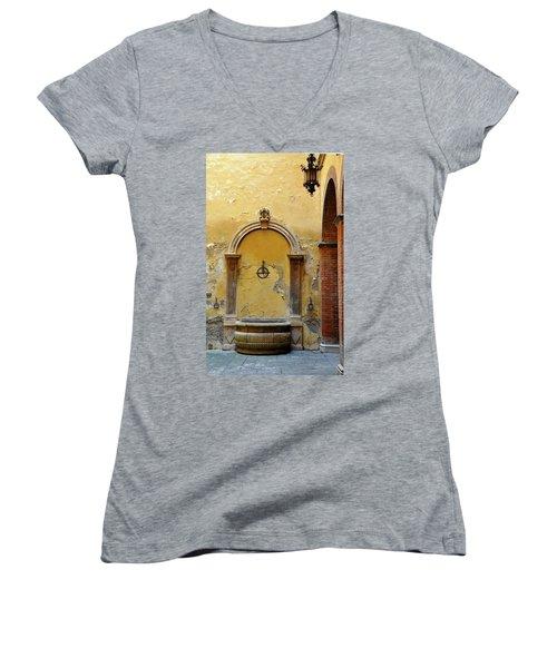 Sienna Fountain Courtyard Women's V-Neck