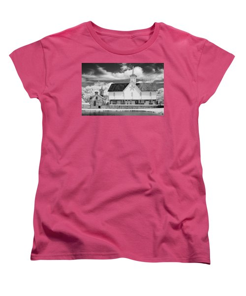 The Star Barn - Infrared Women's T-Shirt (Standard Cut) by Paul W Faust -  Impressions of Light