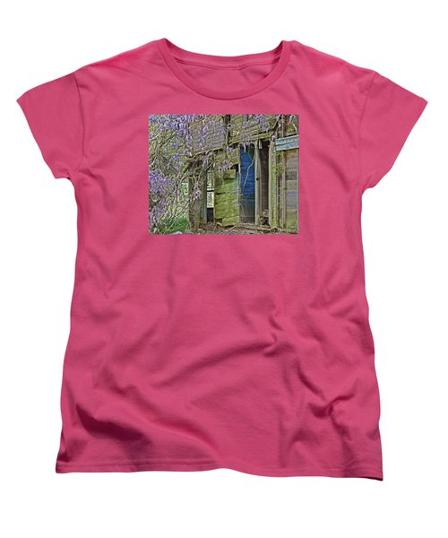Women's T-Shirt (Standard Cut) featuring the photograph Old Abandoned House by Susan Leggett